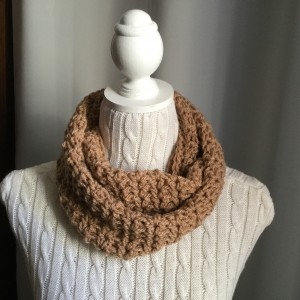 Snood au crochet chamois